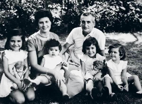 Héctor Germán Oesterheld con moglie e figlie, fine anni 50
