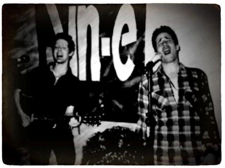 Raro scatto di Glen con Jeff sul palco dello Sin-é
